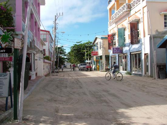 San Pedro, Belize: Dirt paved road