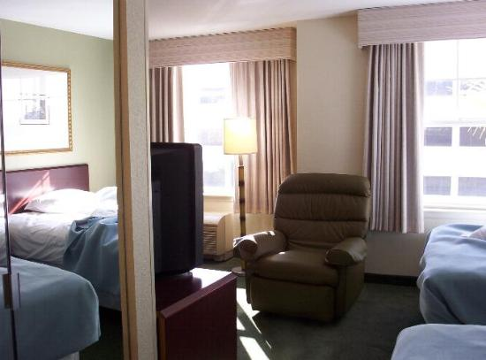 Extended Stay America - Tampa - Airport - N. West Shore Blvd.: Great recliner, sleeper sofa. Beds are new and comfy.