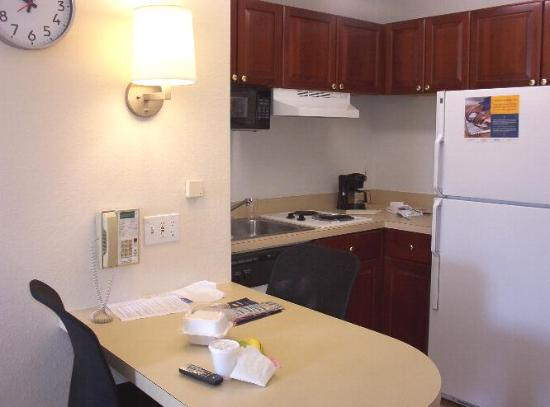 Extended Stay America - Tampa - Airport - N. West Shore Blvd.: Kitchen is nice. Only 2 cups, dishes, glasses, etc.