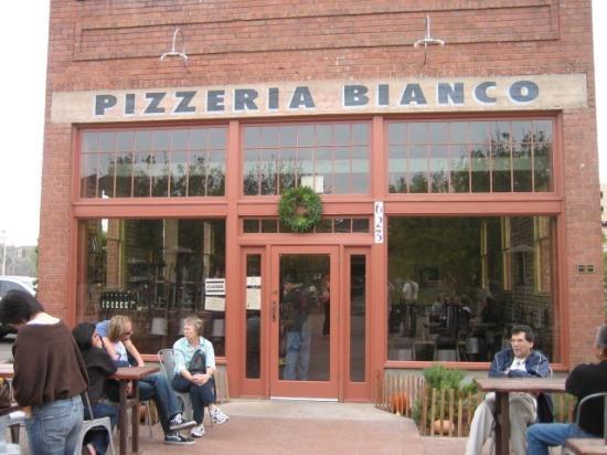 Pizzeria Bianco: We arrived at 4pm - 16 ppl already in line