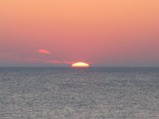 Oscoda, Μίσιγκαν: Sunrise on Lake Huron Looking out the Window