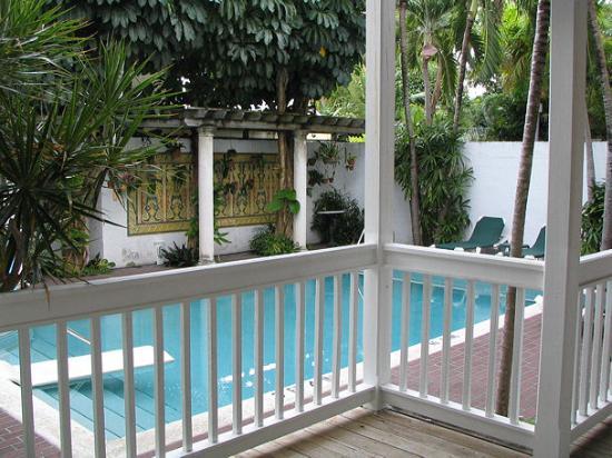 Coral Tree Inn: Pool