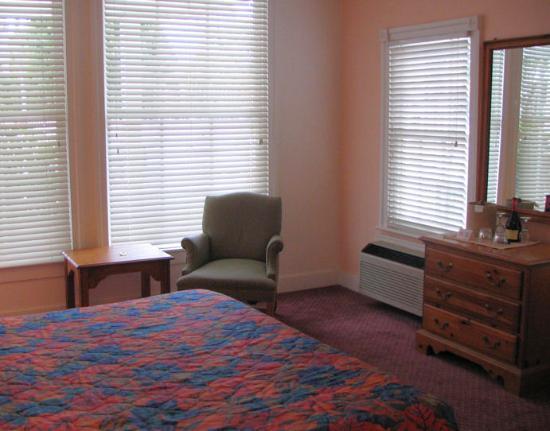 Coral Tree Inn: Room 121