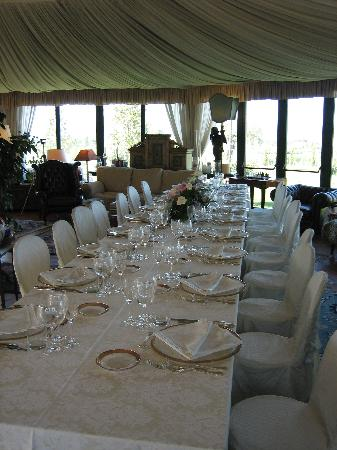 Le Gelosie Bed and Breakfast and Apartments: The lovely dinner table