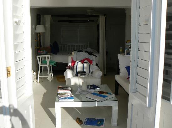 Round Hill Hotel & Villas: Our room from verandah