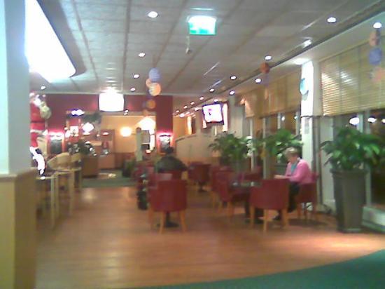 ibis Zurich Messe Airport: lobby area