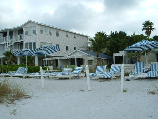 Bungalow Beach Resort Photo