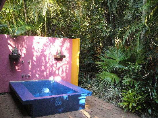Outdoor shower, Pink Flamingo