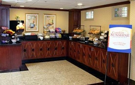 Comfort Inn - Highway 401: New complimentary continental breakfast