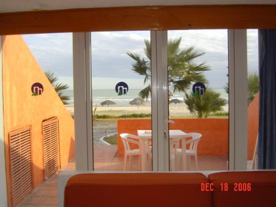 San Felipe Marina Resort & Spa: Steps to Beach