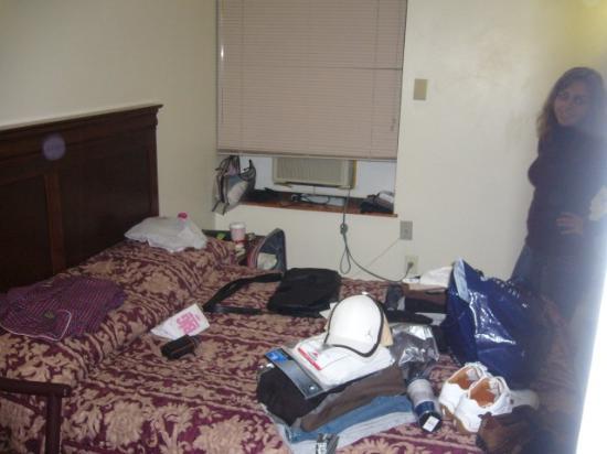 Americana Inn: Foto vom Ende des Zimmers