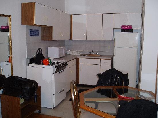 أوف سوهو سويتس هوتل: kitchen