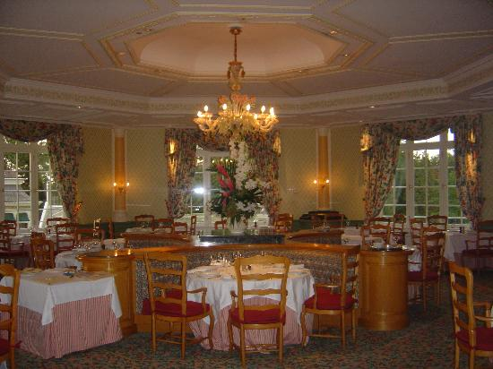 Disneyland hotel at night photo de disneyland hotel chessy tripadvisor - Restaurant la grille paris 10 ...