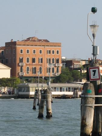 Riviera Hotel: The Hotel Riviera from the vaporetto...