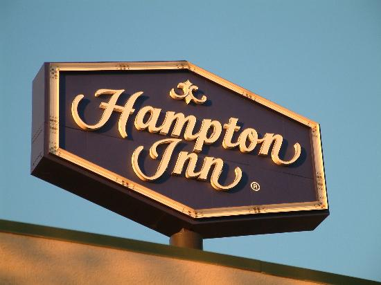 Hampton Inn Fort Smith: Look for the sign
