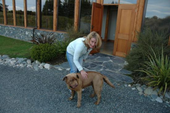 Fiordland Lodge: Nice Doggy