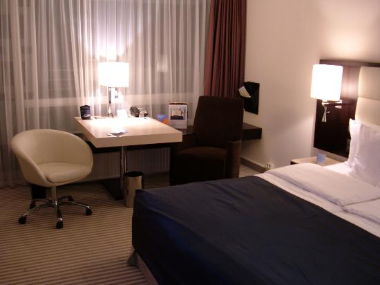 Sheraton Muenchen Arabellapark Hotel Photo