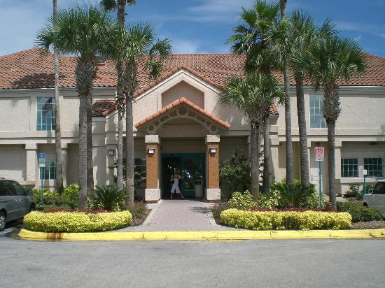 Staybridge Suites Lake Buena Vista: front of hotel