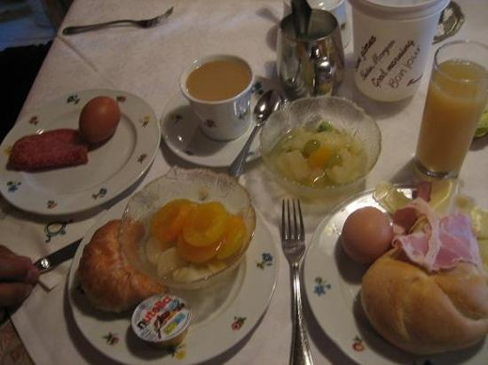 Hotel Cavallino d'Oro: Our breakfast in the restaurant downstairs