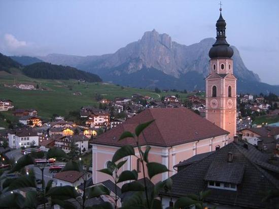 Hotel Cavallino d'Oro: The town of Castelrotto