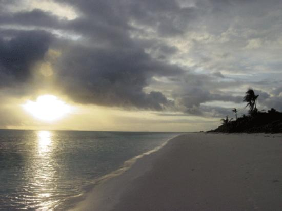 Amanpulo: Sunrise after a thunderstorm