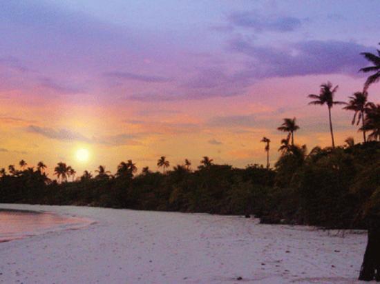 Amanpulo: Sunrise over the island