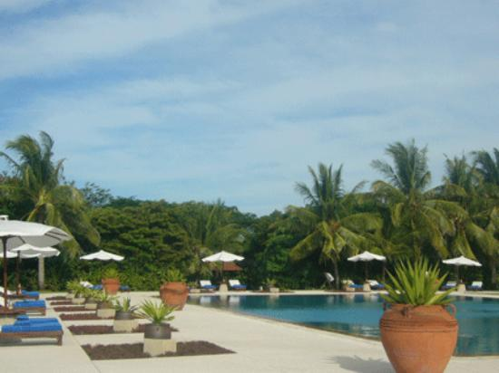 A view of the swimming pool in the Amanpulo Clubhouse