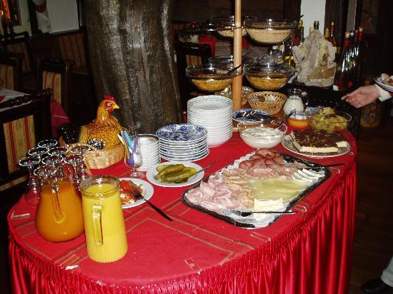 Zum Grünen Baum: breakfast buffet