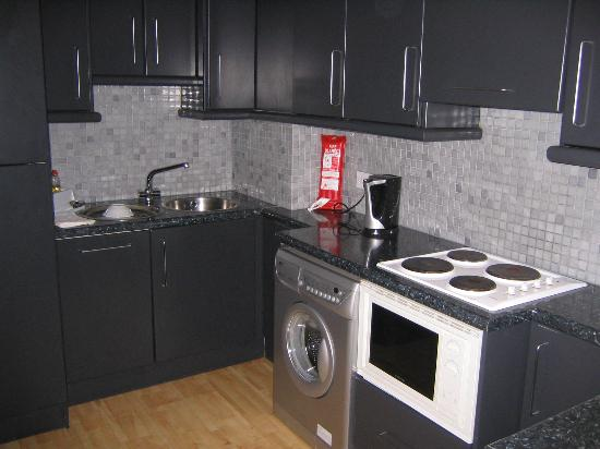 Molesworth Court Suites: Kitchen w/ washer/dryer