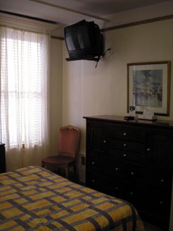 The Amsterdam Inn: A good sized chest of drawers in Room 401