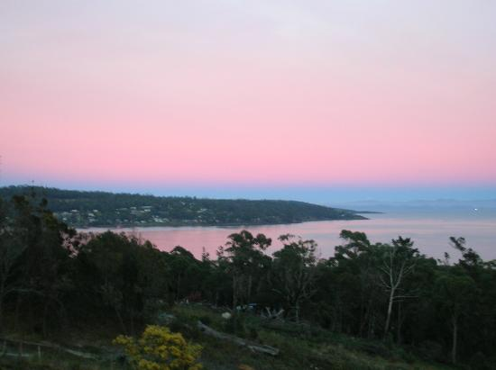 Storm Bay Guest House: A farewell frosty sunrise - hope we can return some day!