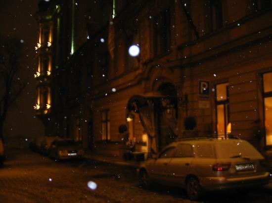 Le Palais Art Hotel Prague: Hotel at night