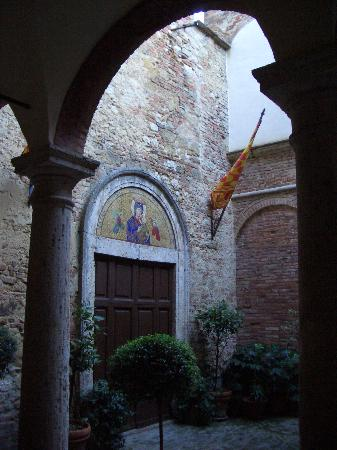 Meuble il Riccio: The Downstairs Entrance