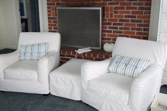 Trinidad Bay Bed & Breakfast Hotel: the Tidepool room's sitting area