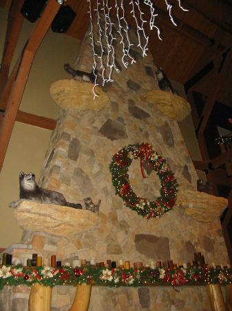 Great Wolf Lodge : Lobby, above the fireplace