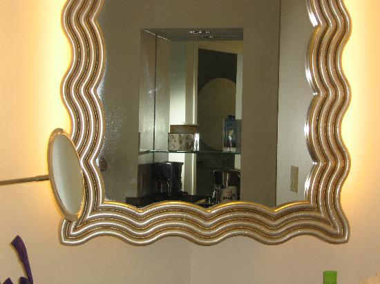 Hard Rock Hotel at Universal Orlando: vanity area