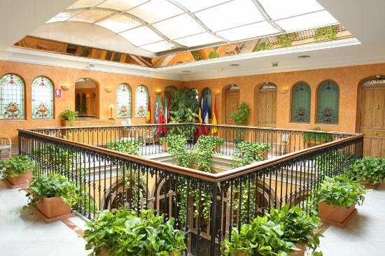Taberna del Alabardero: third floor of hotel