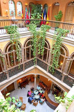 Taberna del Alabardero: three floors of the hotel courtyard