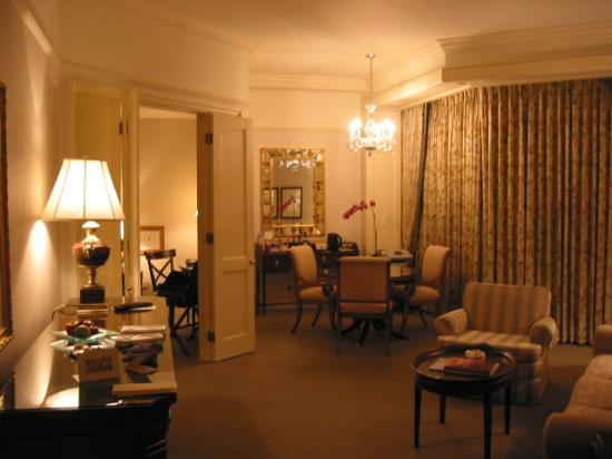 Four Seasons Hotel Singapore: An interior shot of the suite