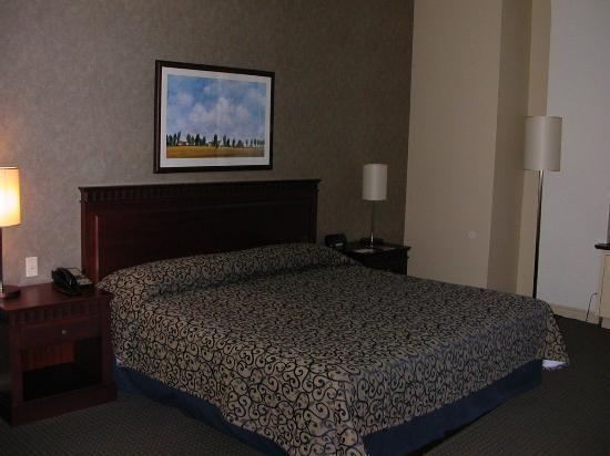 Le Square Phillips Hotel & Suites : Plenty of comfy beds