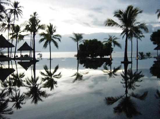 The Oberoi, Lombok: piscina con vistas a la playa
