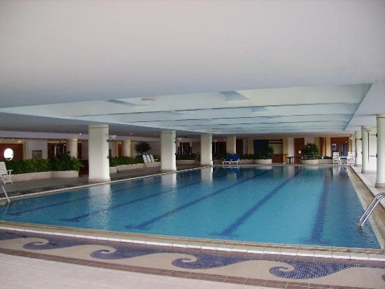 Ocean Marina Yacht Club Hotel: Indoor swimming pool.