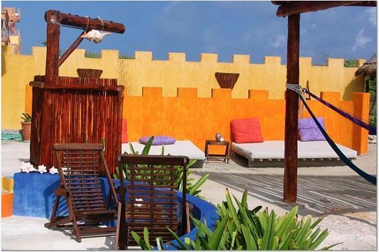 Villa La Bella: Great outdoor shower in lounging area