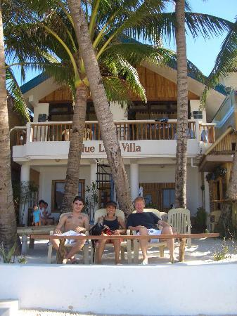 Bluelilly Hotel: On the edge of the beach