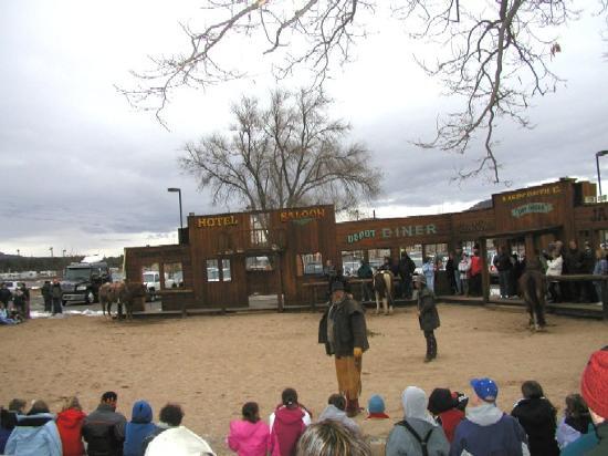 Grand Canyon Railway RV Park: Free Cowboy Show