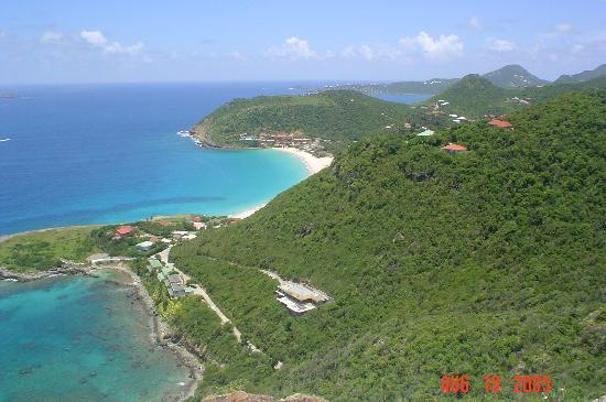 San Bartolomé: Overlooking St Barth, looking East