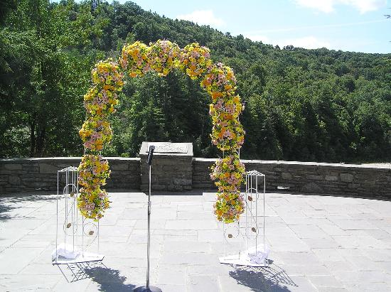 Glen Iris Inn: We said our vows under the arch over looking the falls which are just beyond the rock walls