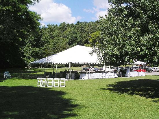 Glen Iris Inn: The tent we used for drinks, cake, and dancing