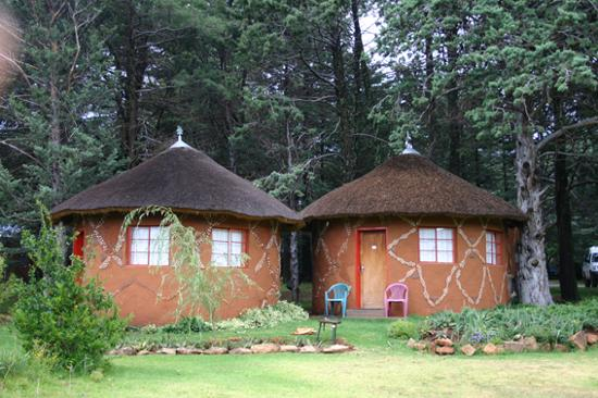 Malealea Lodge: The rondavels, very basic but comfortable.