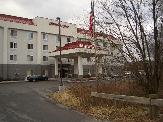 Waterbury, CT: Hampton Inn Exterior
